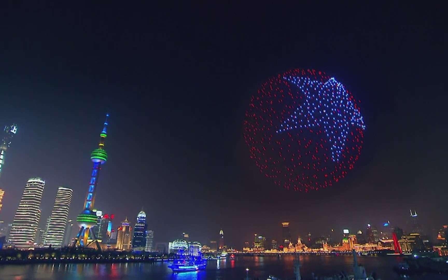 Des drones dans le ciel de Shangai remplacent les feux d'artifice. © China Global Television Network