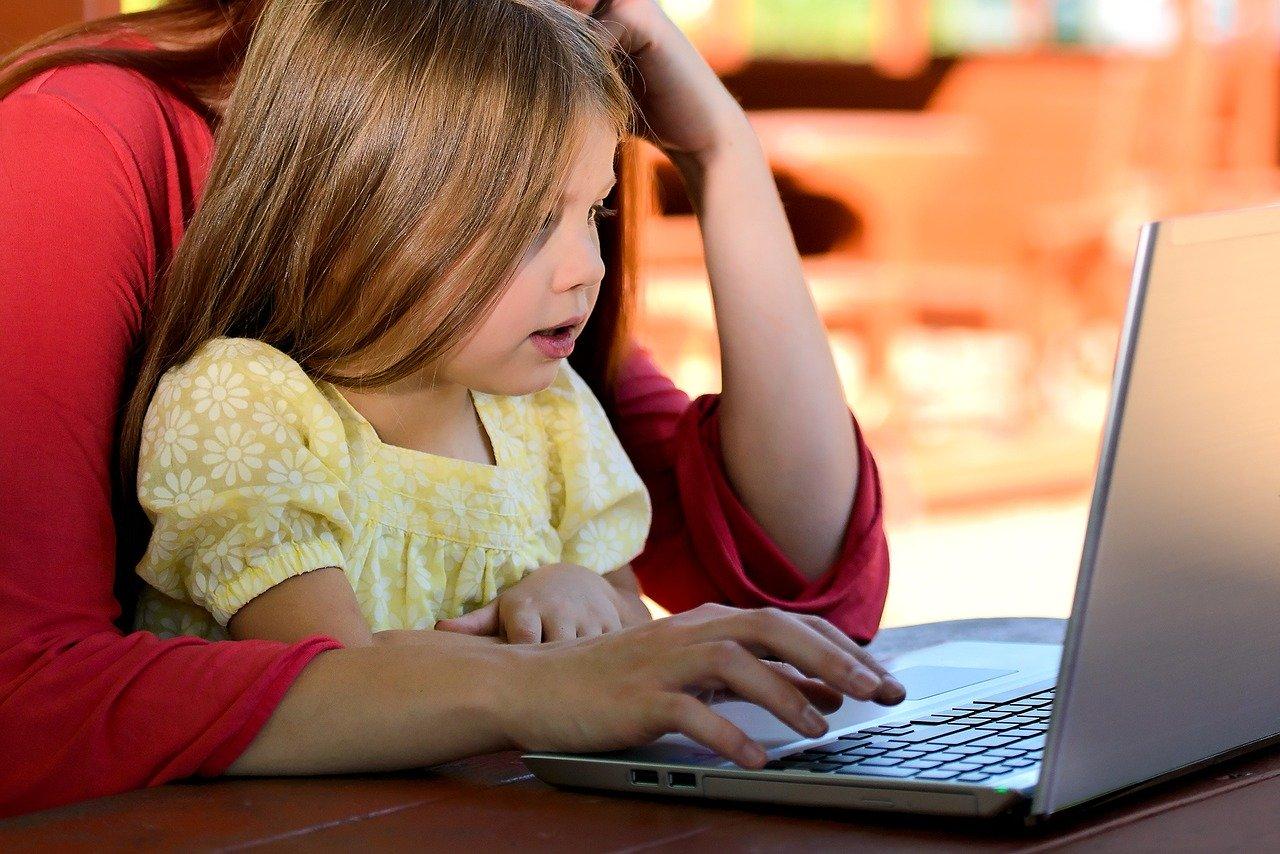 Covid-19: el gobierno solicita computadoras a las empresas para el bienestar infantil