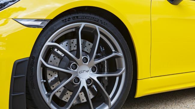 Revisión de Porsche Cayman GT4: nuevo bebé de gama alta 911