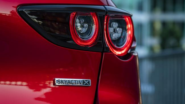 Primera unidad: nuevo híbrido Mazda3 Skyactiv-X