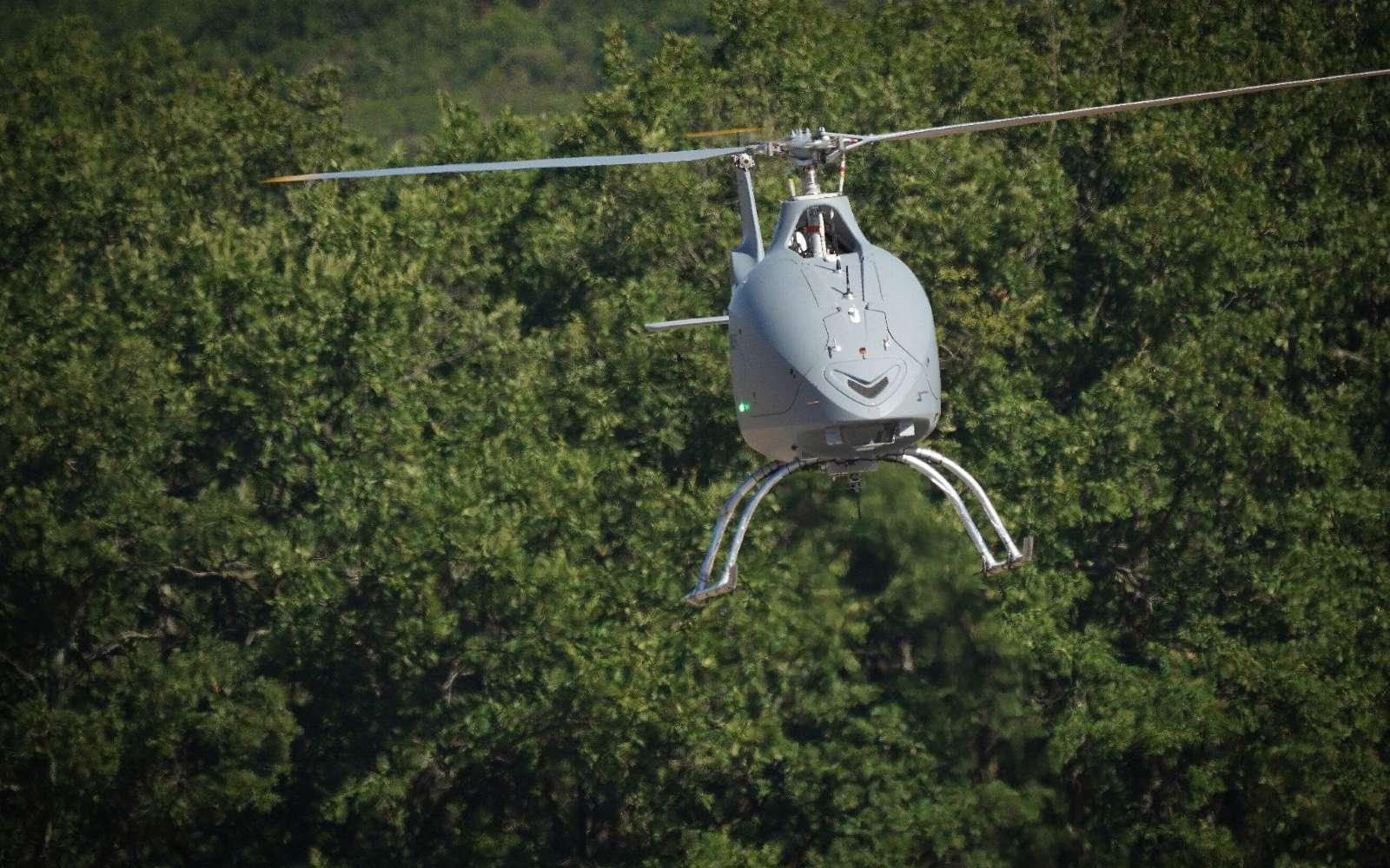 Basé sur un hélicoptère biplace populaire, le drone VSR700 devrait équiper la Marine nationale dans les prochaines années. © Airbus