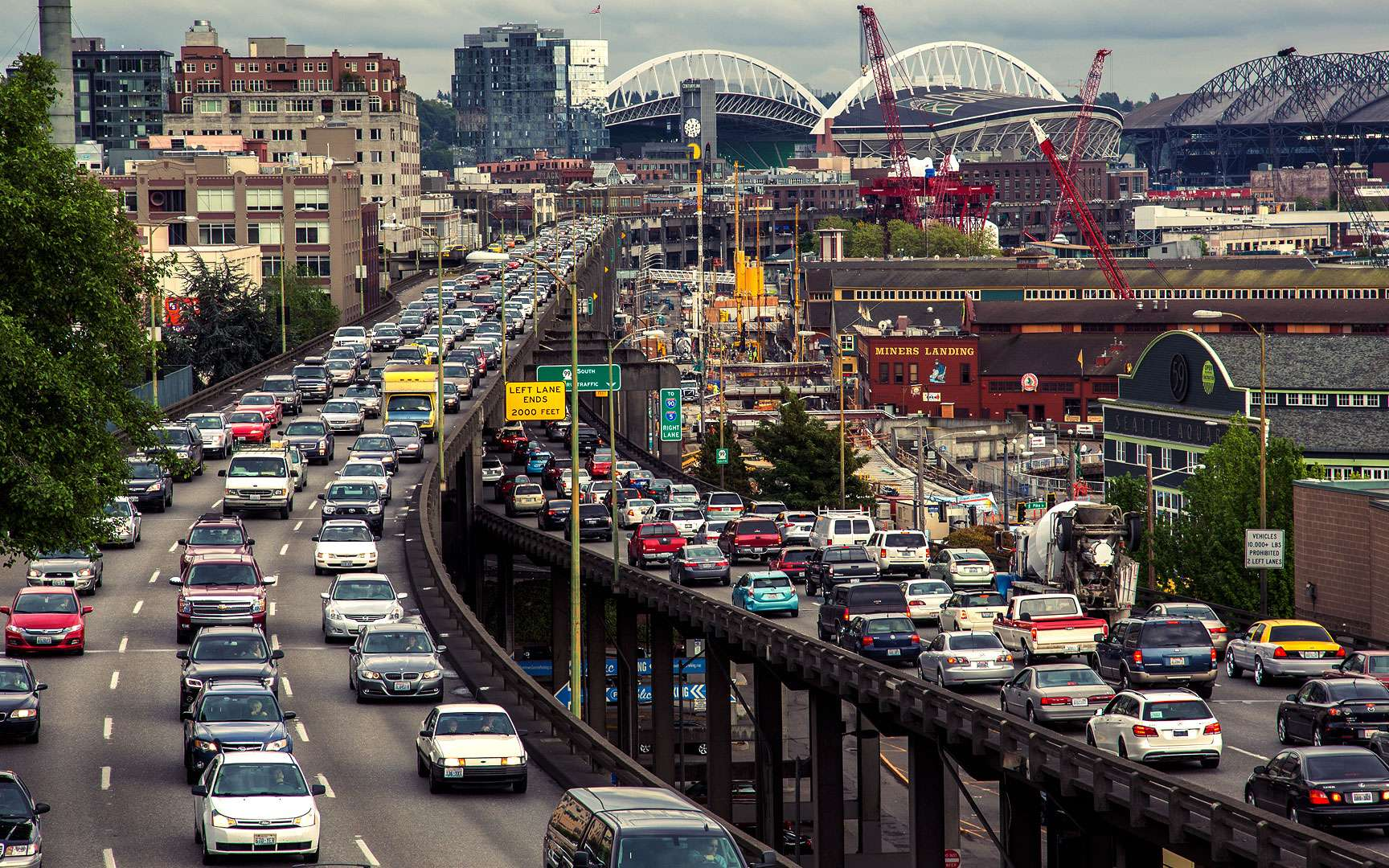 ¿Cómo se forman los atascos de tráfico?