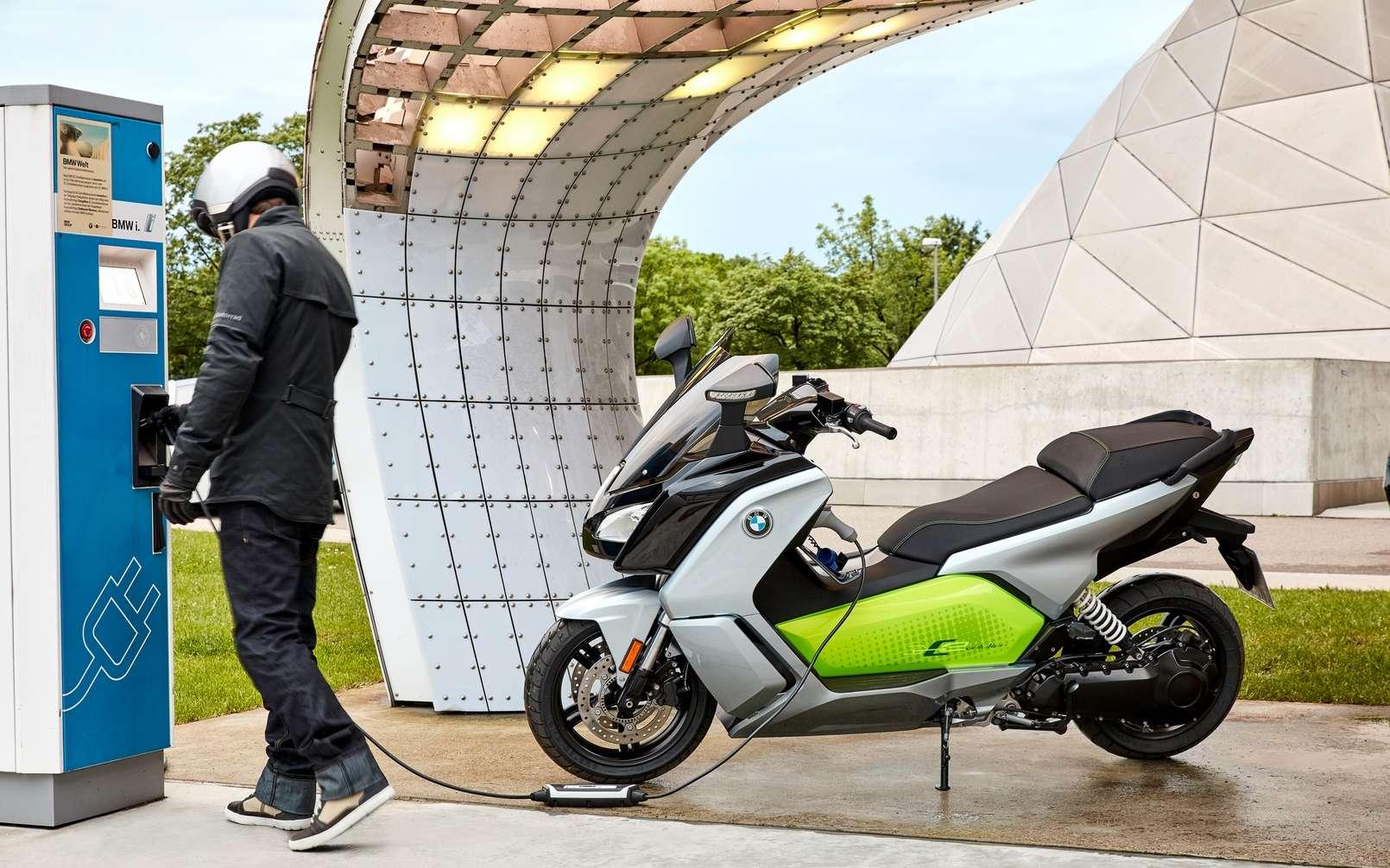 Le scooter électrique BMW C Evolution pourrait servir de base à un nouveau modèle à toit amovible. © BMW