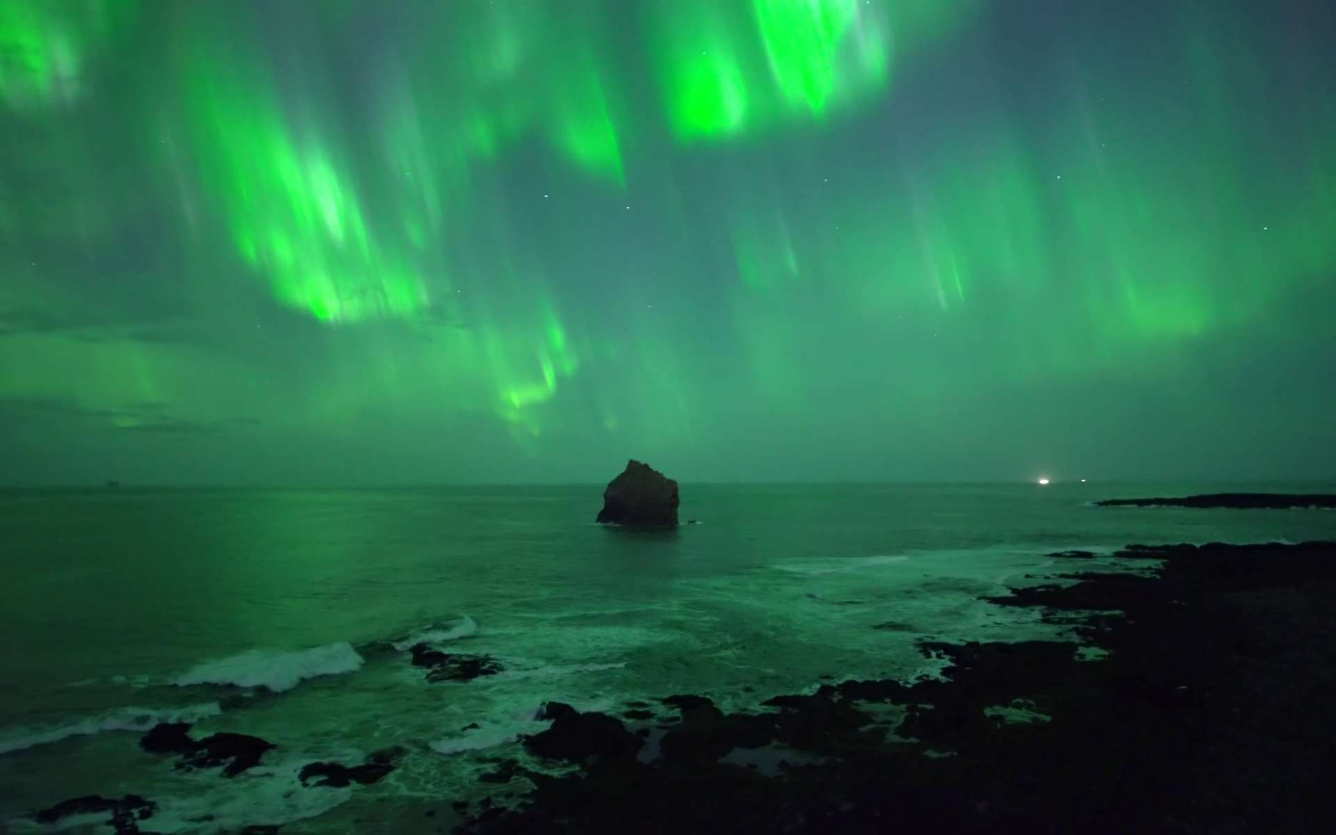 Impresionante aurora boreal filmada por un dron