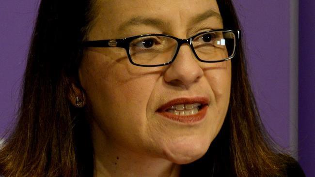 """La ministra de Salud, Jenny Mikakos, dice estar """"profundamente arrepentida"""""""