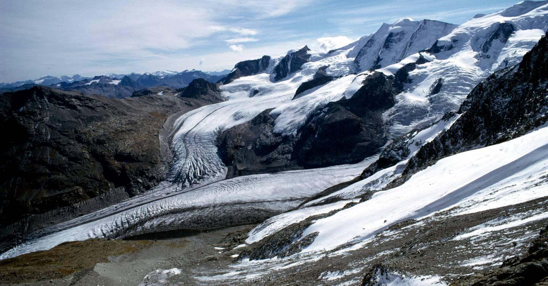 Este glaciar se está derritiendo rápidamente. ¿Pueden salvarlo las ráfagas de nieve artificial?