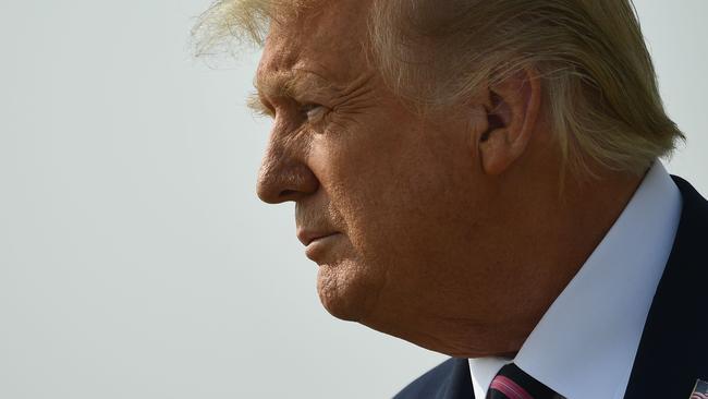 Trump rechaza el cambio climático durante su visita a California en medio de incendios forestales