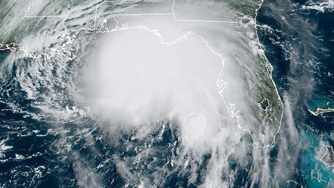 El huracán Sally azota el sur de EE. UU. Con fuertes vientos y fuertes lluvias