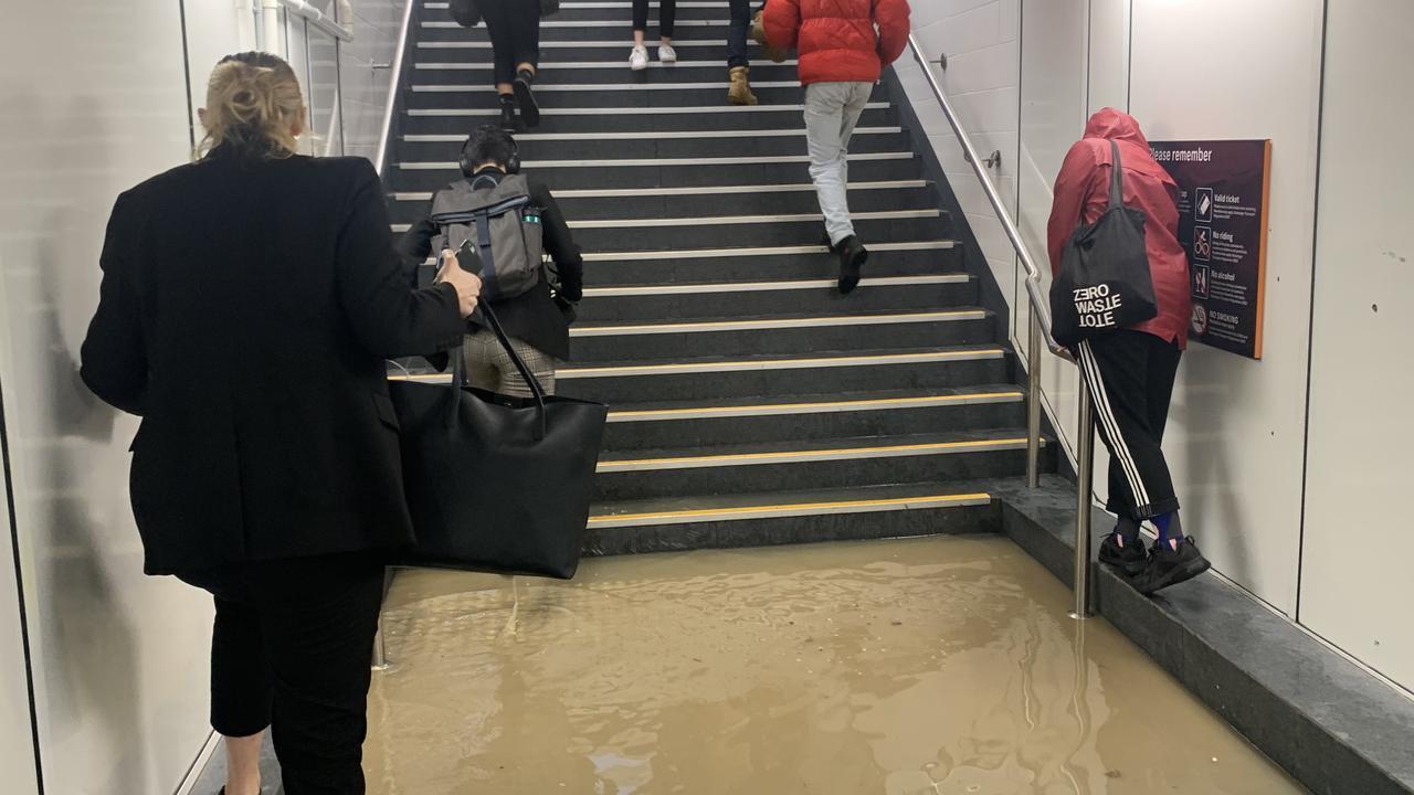 Costa norte de Nueva Gales del Sur, Sydney advirtió que se esperan inundaciones repentinas y fuertes lluvias para Qld, Canberra este fin de semana