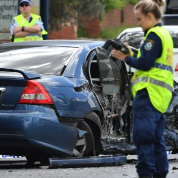 Hombre muere en accidente de tres vehículos en el oeste de Sydney