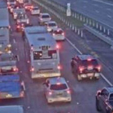 El tráfico de la M1 aumentó 9 km después del accidente en Wahroonga, Asquith