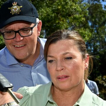 Jenny Morrison se une a Scott Morrison en una gira por el oeste de Sydney devastado por las inundaciones