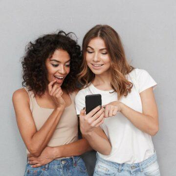 RED by SFR offre un iPhone 8 reconditionné pour l'achat d'un forfait 100 Go © Drobot Dean, Adobe Stock