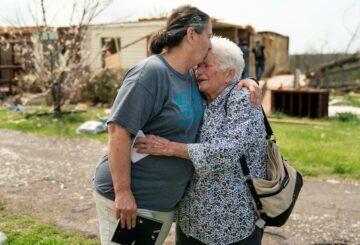Al menos cinco muertos cuando los tornados azotan Alabama y destruyen hogares