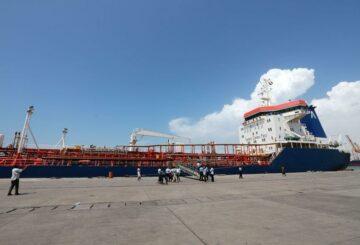 Coalición liderada por Arabia Saudita autoriza cuatro barcos de combustible para atracar en el puerto de Hodeidah en Yemen: fuentes
