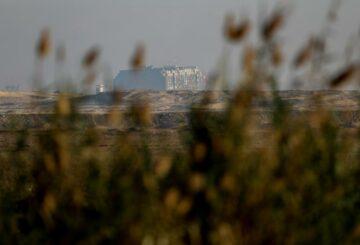 Completar el reflotamiento del barco del Canal de Suez no será fácil: CEO de Boskalis