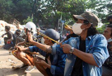 El Kremlin, a pesar de la visita militar, dice estar preocupado por el aumento del número de civiles en Myanmar