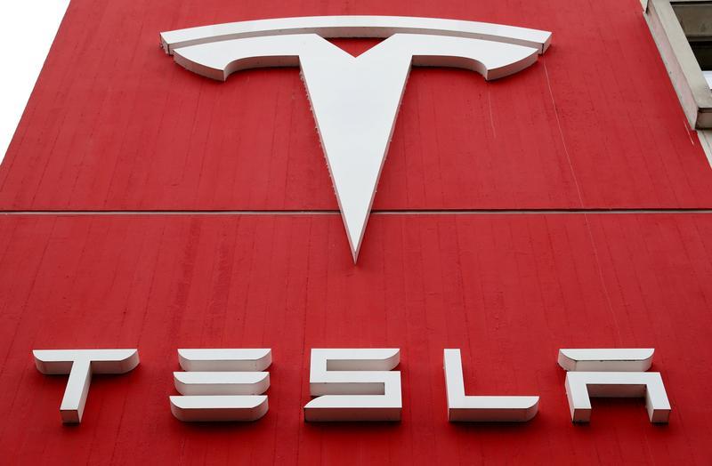 El ejército chino prohíbe los autos Tesla en sus complejos por preocupaciones de la cámara: Bloomberg News