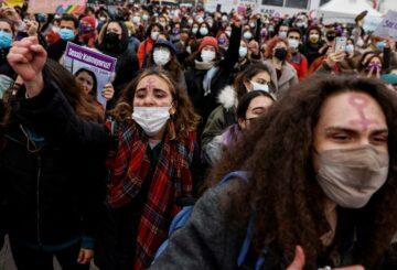 Estados Unidos y Europa presionan a Turquía para que reconsidere deshacerse del pacto de violencia contra las mujeres