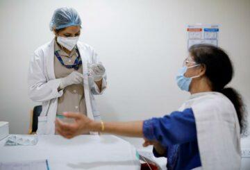 India les dice a los compradores de vacunas en el extranjero que deben priorizar las necesidades locales