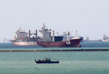 Las reaseguradoras globales miran las pérdidas masivas por el bloqueo del Canal de Suez, dice Fitch