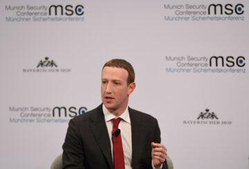 Los directores ejecutivos de Facebook y Google sugieren formas de reformar una ley clave de Internet