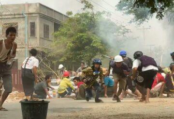 Manifestantes de Myanmar desafiantes ante la muerte de dos más, la presión sobre la junta aumenta