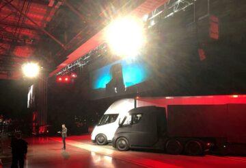 Musk dice que la escasez de suministro de células dificulta escalar la producción de Tesla Semi