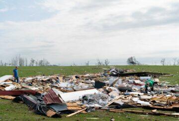 Testigos relatan tornados mortales en Alabama: 'Llegó y se los llevó'