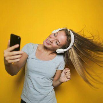 Le forfait mobile 70 Go Orange est disponible à prix cassé © Andrea Piacquadio, Pexels