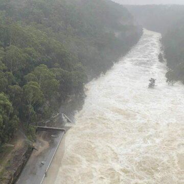 La presa de Warragamba derrama el equivalente a un puerto de Sydney al día