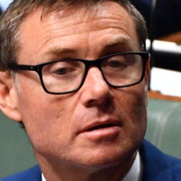 El parlamentario de Queensland, Andrew Laming, se disculpa por los mensajes de Facebook que dejaron a la mujer 'suicida'
