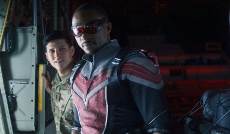 ¿Podrían los malos realmente escapar de Falcon en un traje de alas para dos?