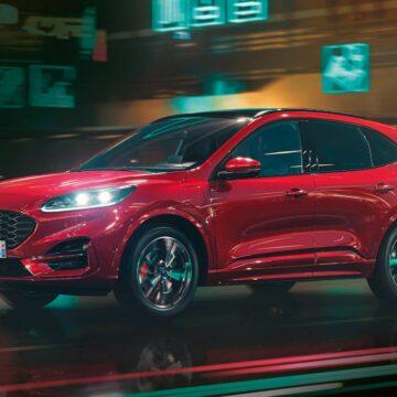Avec la combinaison de ses deux moteurs, dont un électrique, la puissance du véhicule culmine à 225 ch. © Ford
