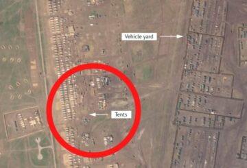 Las fotos muestran a miles de soldados en el nuevo campamento militar.