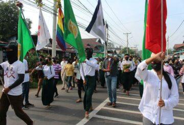 Activistas de Myanmar recuerdan muertos con protestas de pintura roja