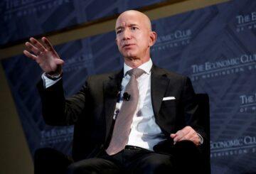 Bezos y Musk encabezan la lista de multimillonarios récord de Forbes