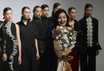 'El algodón de Xinjiang es mi amor': Patriots en exhibición en la Semana de la Moda de China