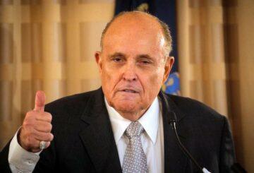 El asesor de Trump, Giuliani, pide al juez que desestime una demanda de 1.300 millones de dólares por sus afirmaciones electorales de 'gran mentira'