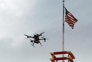 Entran en vigor nuevas reglas que permiten que pequeños drones sobrevolen personas en EE. UU.