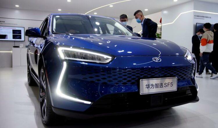 Exclusiva: Huawei profundiza en los vehículos eléctricos y busca el control de pequeños fabricantes de automóviles: fuentes