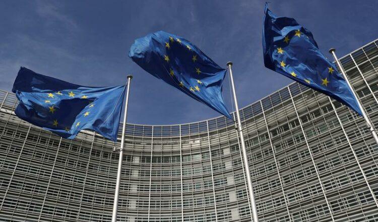 La UE tiene como objetivo establecer estándares globales para la IA, multas por violaciones