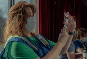 Larry Brilliant tiene un plan para acelerar el fin de la pandemia