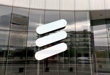 Las ganancias centrales de Ericsson superan las previsiones, la lucha por las patentes ensombrece