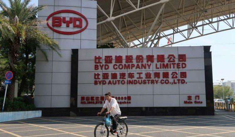 Las ganancias del fabricante de vehículos eléctricos respaldado por Buffett BYD crecieron un 111% en el primer trimestre