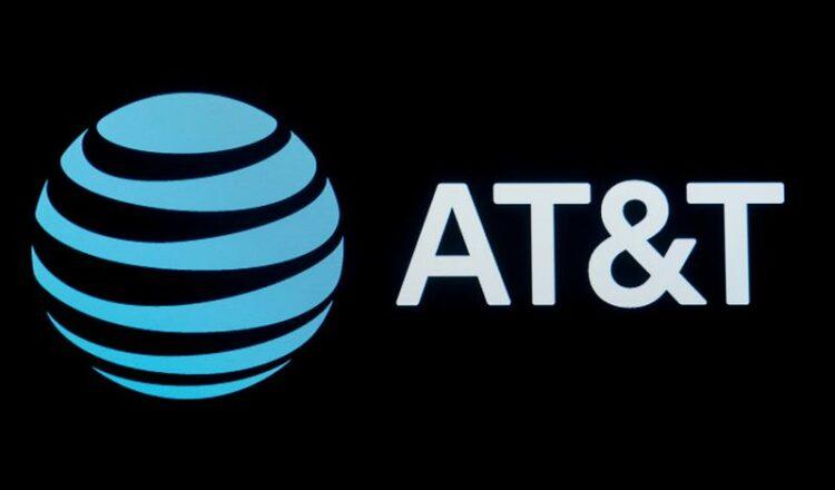 Los accionistas de AT&T votan en contra de aprobar la compensación ejecutiva