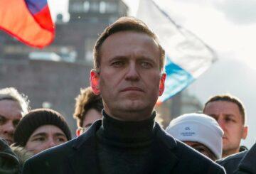 Los aliados del crítico del Kremlin encarcelado Alexei Navalny prometen protestar en la prisión a menos que un médico de su elección lo vea