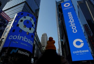 Los fondos de Cathie Wood's Ark compraron $ 246 millones de acciones de Coinbase