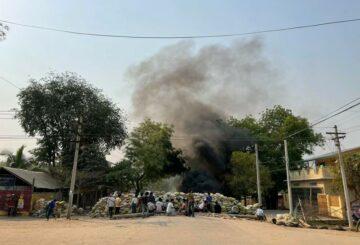 Los manifestantes de Myanmar desafían la represión, cinco muertos;  junta caza críticos