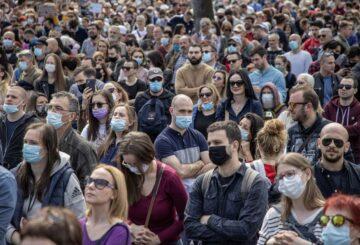 Miles de personas protestan en Belgrado y exigen medidas del gobierno para detener la contaminación